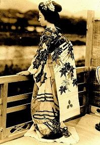http://www.bibliotecagiapponese.it/wp-content/uploads/2014/06/Il-mondo-dei-fiori-e-dei-salici.-Autobiografia-di-una-geisha-di-Masuda-Sayo-romanzo-letteratura-giapponese-.jpg