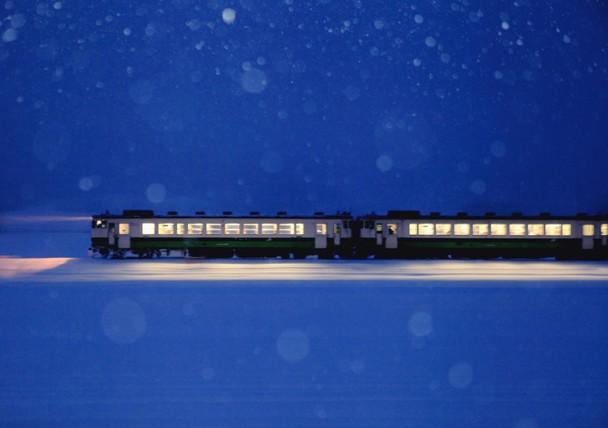 treni in corsa nelle notti di kyoto